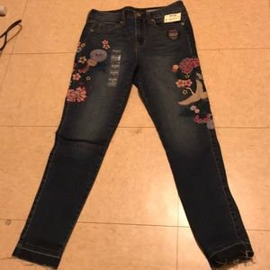 Embroidered Jean size 6R